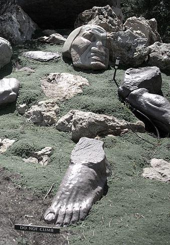 Broken_Statue_Daniel's_Dream_Gilgal_Garden_2