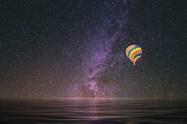 hot-air-balloon-2146304_640