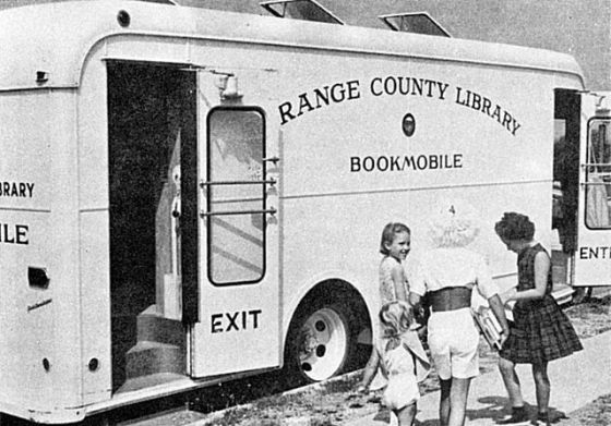 Orange_County_Public_Library_Bookmobile,_circa_1965.jpg